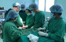 Mới 20 tuổi, cô gái đã có khối u buồng trứng 18 kg