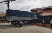 Tiền Giang: Xe tải lao thẳng vào nhà hàng Trung Lương
