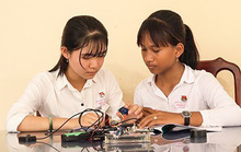 (eMagazine) - Lạ lẫm với mắt kính thông minh cho người khiếm thị của 2 nữ sinh