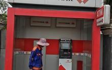 TP HCM: Trụ ATM Techcombank bị trộm đục