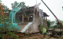 Huy động 500 người cưỡng chế cung điện công chúa xây trái phép