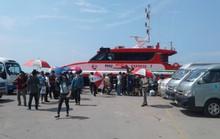 """Hàng ngàn khách du lịch mắc kẹt ở Phú Quốc được """"giải cứu"""""""