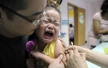 Hồng Kông lo ngại dân Trung Quốc đại lục đổ sang săn vắc-xin