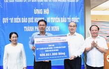 Thành ủy TP HCM ủng hộ Quỹ Vì biển đảo quê hương - Vì tuyến đầu Tổ quốc
