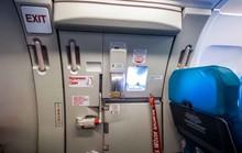 Nam hành khách táy máy mở cửa thoát hiểm máy bay ở Liên Khương