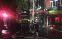 Cháy quán karaoke 5 tầng, nhân viên và khách hô hoán chạy tán loạn