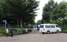Phát hiện thi thể đàn ông đang phân hủy bên đường