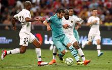 Ozil tỏa sáng, Arsenal đè bẹp PSG