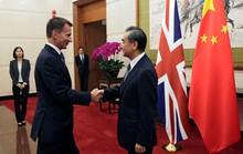 Sang Trung Quốc, Ngoại trưởng Anh nói nhầm gốc gác của vợ