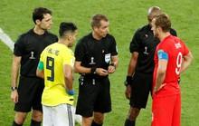 Trọng tài giữa trận gặp sự cố, ai thay?