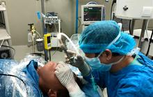 Gắp con đỉa dài 4 cm sống ký sinh trong cổ họng  bệnh nhân