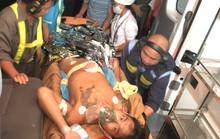 Trực thăng đưa khẩn cấp ngư dân bị thương nặng về đất liền