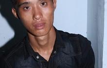 Tên cướp liều lĩnh kề dao vào cổ chủ nhà cướp điện thoại