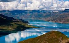 Ấn tượng với hồ lam ngọc trên đỉnh thiêng Tây Tạng