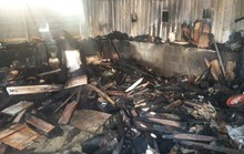 Xưởng mộc bị ngọn lửa thiêu rụi lúc nửa đêm, cả khu phố náo loạn