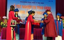 Hàng trăm tân bác sĩ hô vang xin thề trong lễ tốt nghiệp