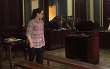 Trị bị cáo giả điên khi ra tòa