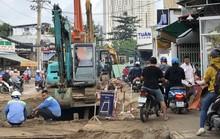 TP HCM: Một ông kẹ  ngang nhiên chiếm đường Nguyễn Thị Định, quận 2