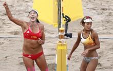 Bỏng mắt xem các nữ VĐV bóng chuyền bãi biển ASIAD