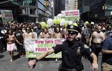 Phụ nữ khắp thế giới ngực trần tuần hành đòi quyền thả rông