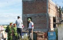 """Bình Định: Cách chức """"quan"""" thôn xây nhà trên đất lấn chiếm"""