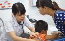 Trẻ sốt, khi nào mới cần đưa đi bệnh viện?