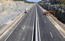 Cận cảnh cao tốc 34.500 tỉ đồng ô tô đi lộc cộc, lộc cộc