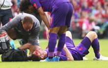 Va chạm mạnh, sao Liverpool bê bết máu rời sân