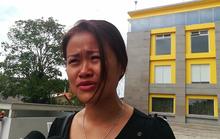 Cư dân Carina khóc ròng trong ngày cuối nhận tiền hỗ trợ