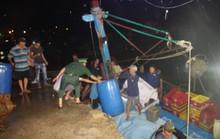 Tàu chìm, 10 ngư dân thoát chết trong gang tấc