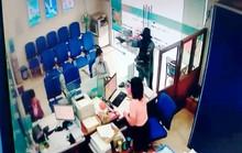 [VIDEO] Cận cảnh tên cướp ngân hàng ở Tiền Giang