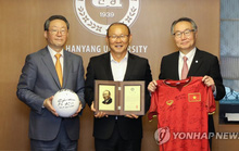 HLV Park Hang-seo nhận giải của đại học Hanyang