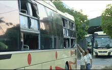 Côn đồ liên tục tấn công xe khách, tài xế và hành khách hoảng loạn