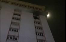 Đám cháy ở toà nhà cao tầng thiêu rụi nhiều tài sản