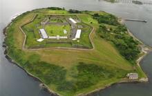 Nhà tù địa ngục hút khách giữa đảo thiên đường
