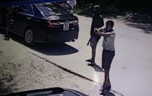 Xách 3 khẩu súng bắn tới tấp vào bến xe dằn mặt nhà xe đối thủ