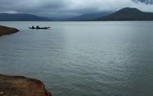 Lật ghe đánh cá trên hồ thủy điện, một người tử vong