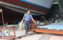 Ngư dân tay ngang đóng tàu composite