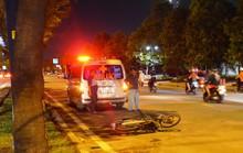 TP HCM: Một thanh niên tử vong cạnh chiếc xe biến dạng bên đường