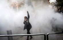 Người biểu tình Iran bất chấp quả đấm sắt