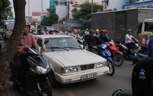 Ô tô mua đường gây kẹt đường Cộng Hòa mỗi ngày