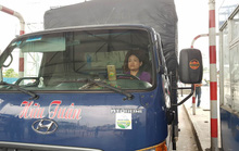 Nữ tài xế xe tải lại oanh tạc, BOT T2 tiếp tục xả trạm