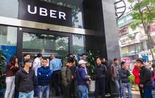 Tài xế Uber, Grab lo vỡ nợ dù 'cày' cật lực