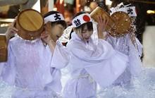 Người Nhật tắm nước đá đầu năm để lấy may