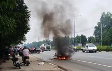 Phụ nữ tông nhau, 2 xe bốc cháy