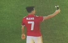 Sanchez mặc áo số 7, tự sướng ở Old Trafford