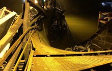 Sập cầu Long Kiển, xe ben và xe máy rớt xuống sông