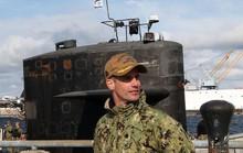 Chỉ huy tàu ngầm Mỹ mất chức vì vui vẻ với 10 gái gọi