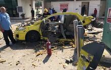 Đang bơm khí ở trạm xăng, taxi nổ tung