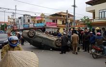 """Xế hộp"""" Camry bất ngờ bị tai nạn lật ngửa ở đường giao cắt vào bệnh viện"""
